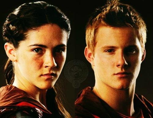 Hunger games 39 principessa 39 di romanticaluna su efp fanfiction for Costruisci mentre vai a casa