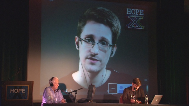 Digital-Dissidents_Skype-with-Ellsberg-and-Snowden-at-Hope-X-conference-©-Douglas-Higginbotham